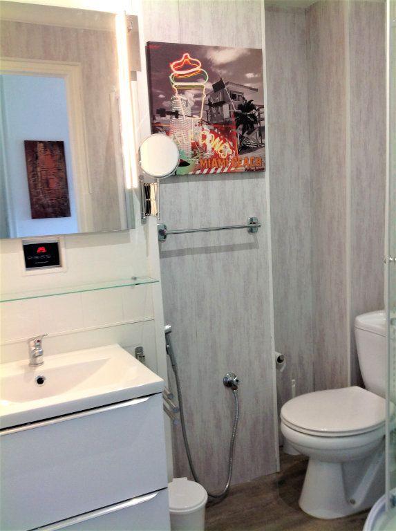 Appartement à vendre 1 30m2 à Saint-Laurent-du-Var vignette-7
