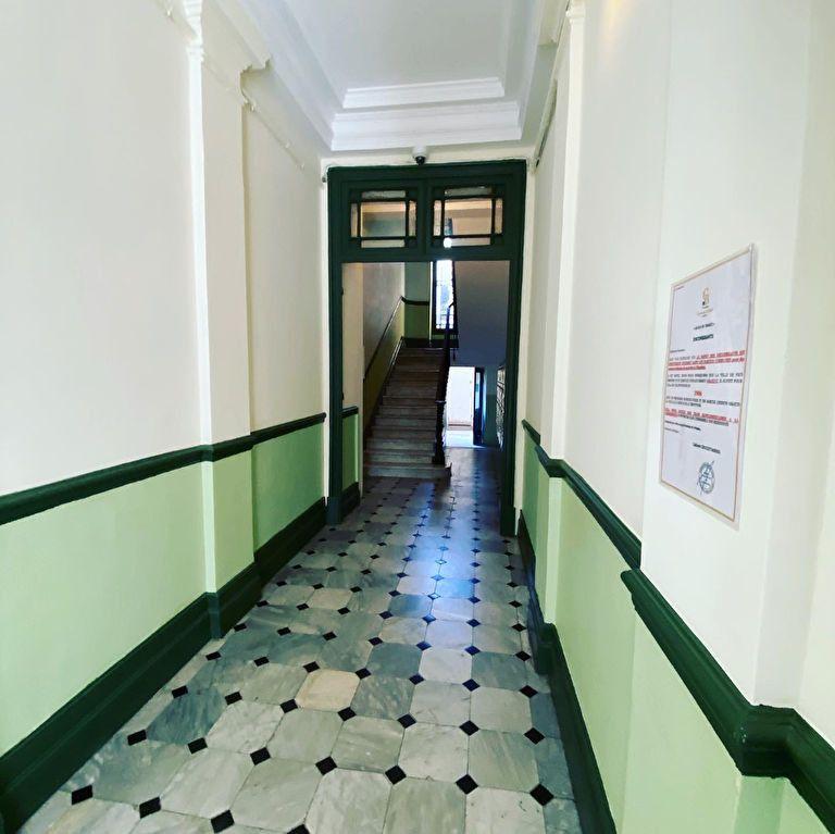 Appartement à vendre 7 137m2 à Nice vignette-2