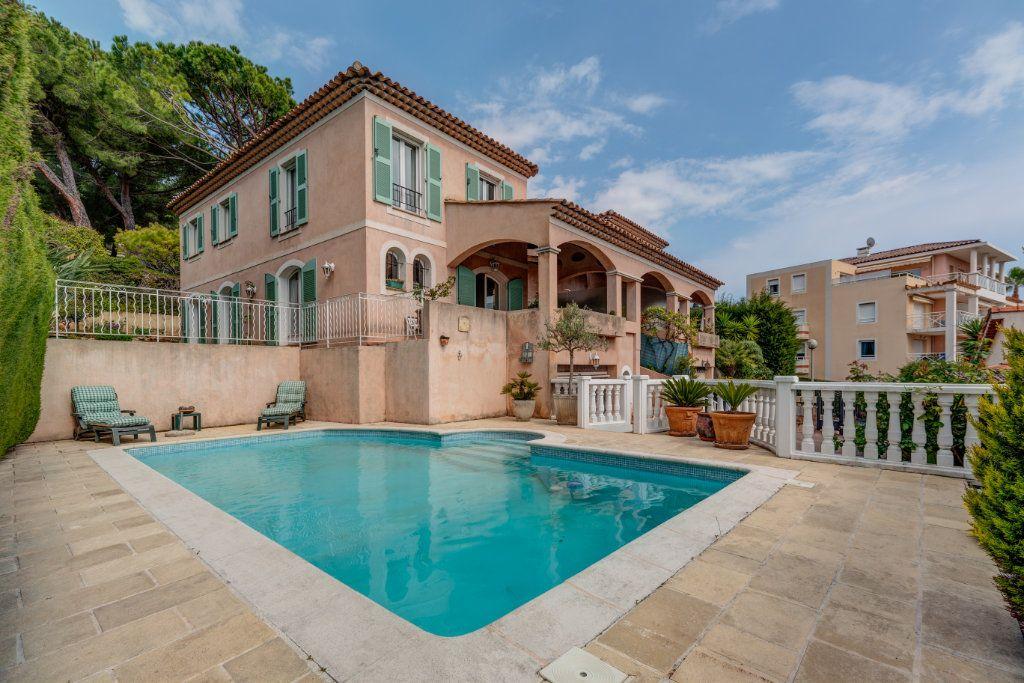 Maison à vendre 4 135m2 à Nice vignette-1
