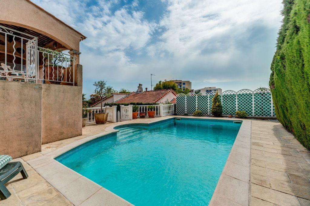 Maison à vendre 4 135m2 à Nice vignette-2