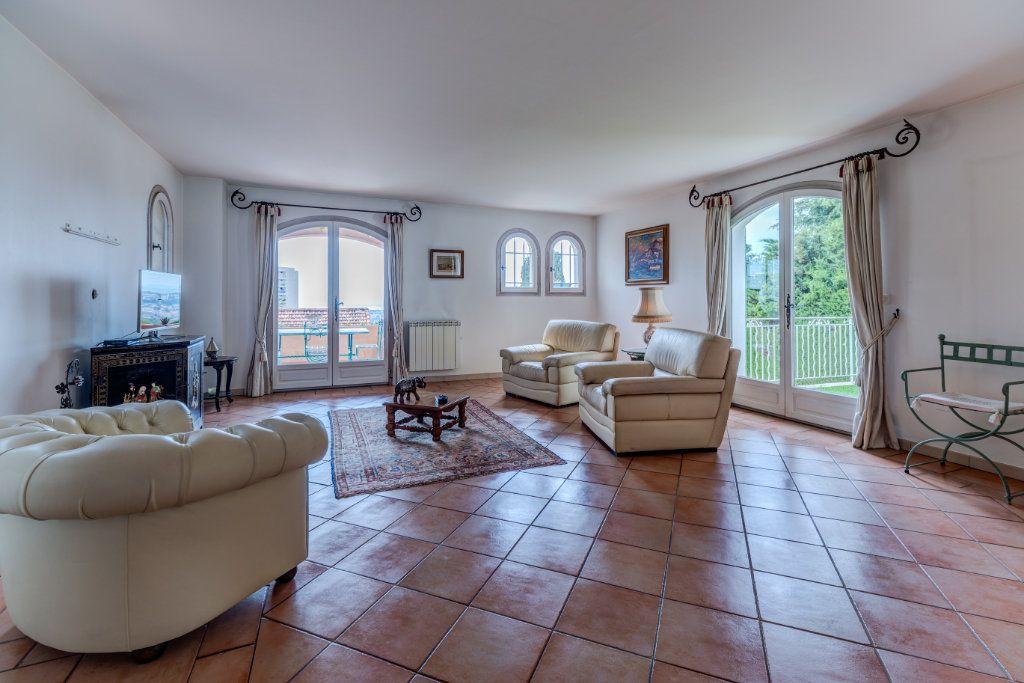 Maison à vendre 4 135m2 à Nice vignette-10
