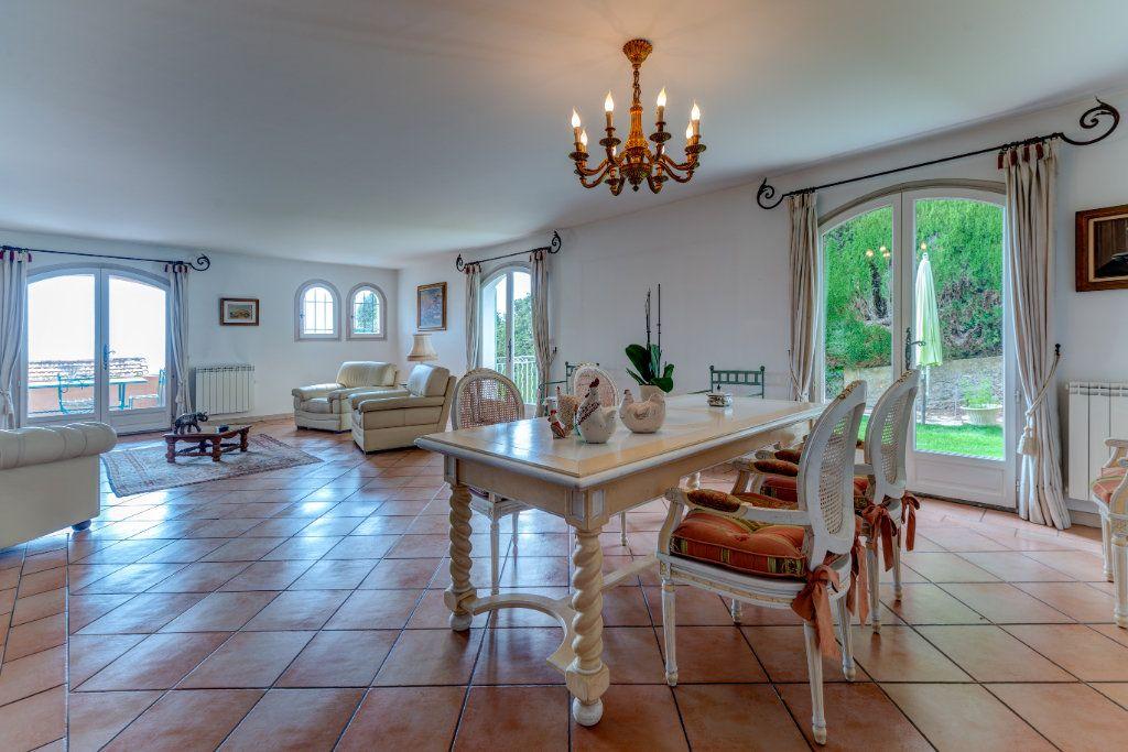 Maison à vendre 4 135m2 à Nice vignette-11