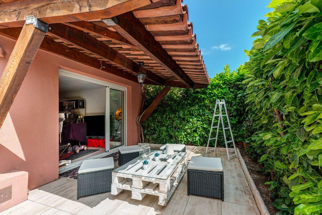 Appartement à vendre 4 117m2 à Nice vignette-1