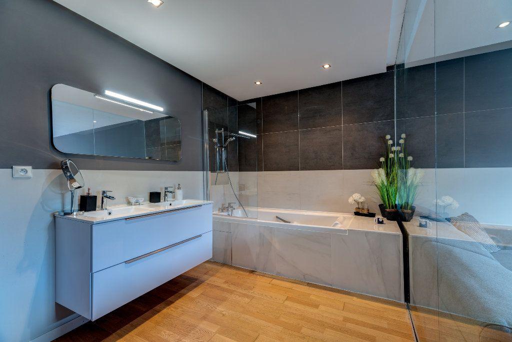 Appartement à vendre 4 117m2 à Nice vignette-9