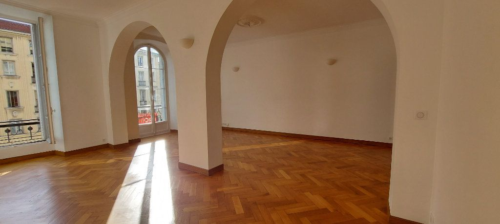 Appartement à louer 3 100m2 à Nice vignette-4