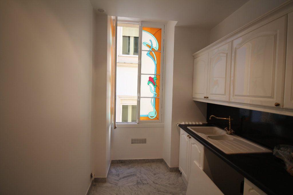 Appartement à louer 3 100m2 à Nice vignette-7