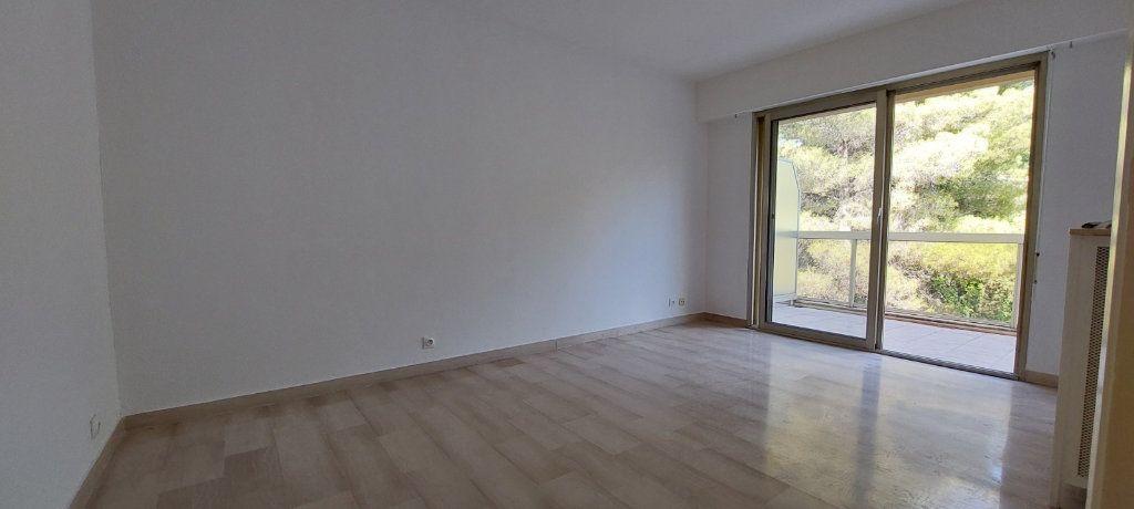 Appartement à louer 1 23m2 à Nice vignette-3