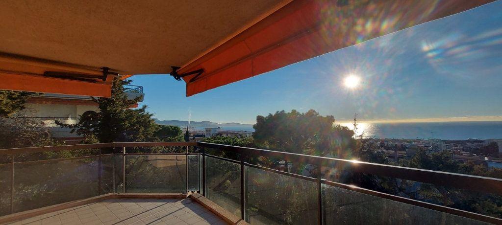 Appartement à louer 4 109m2 à Nice vignette-3