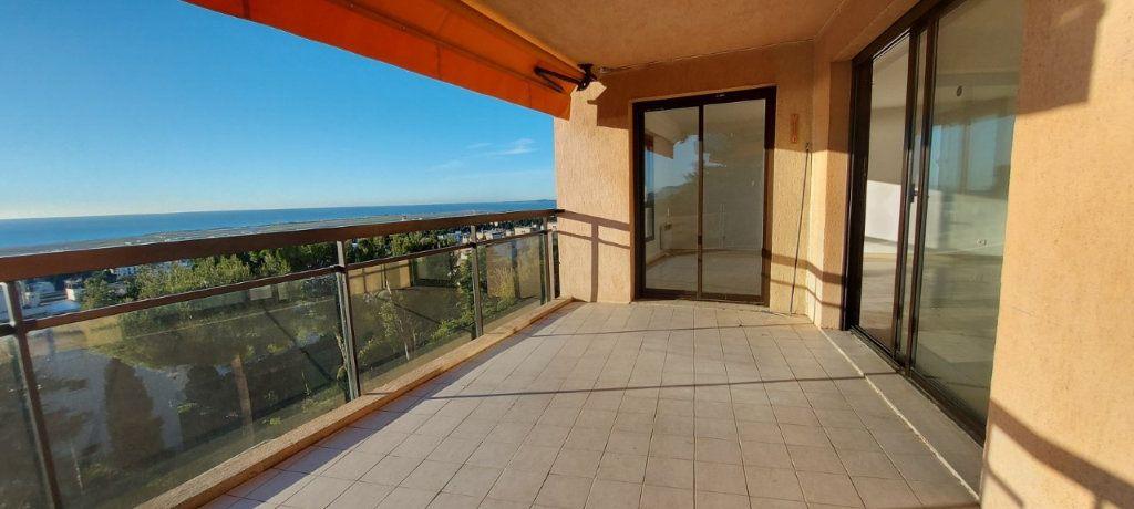 Appartement à louer 4 109m2 à Nice vignette-4