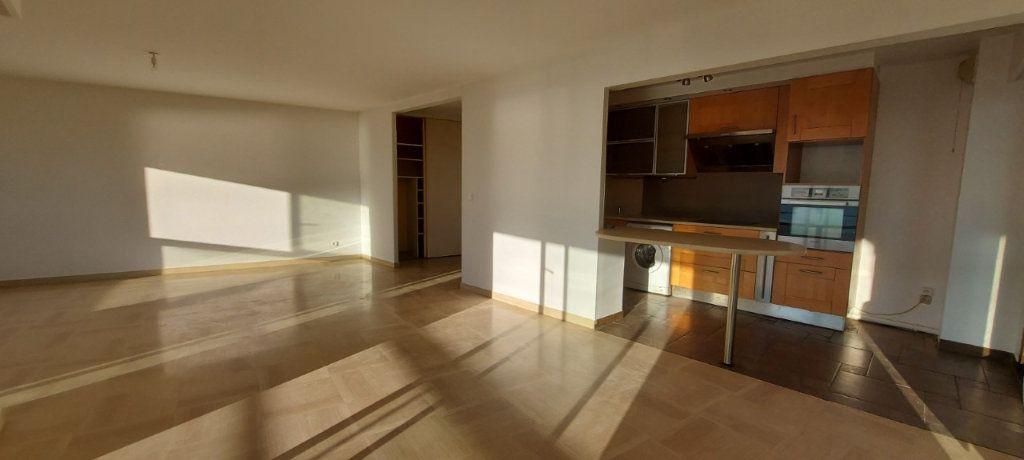 Appartement à louer 4 109m2 à Nice vignette-8