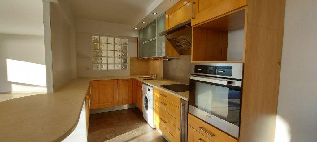 Appartement à louer 4 109m2 à Nice vignette-11