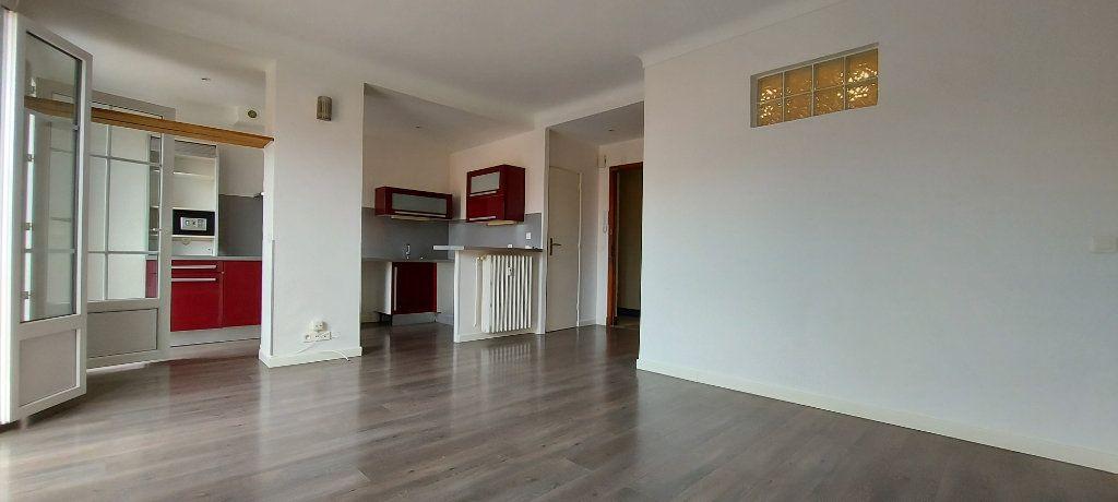 Appartement à louer 1 36m2 à Nice vignette-1
