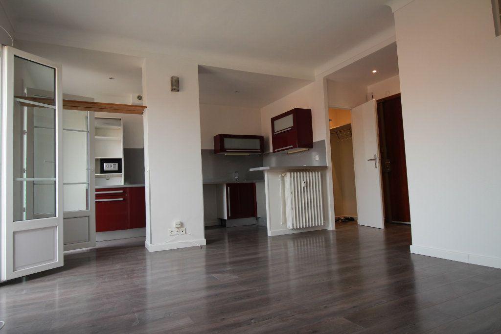 Appartement à louer 1 36m2 à Nice vignette-2