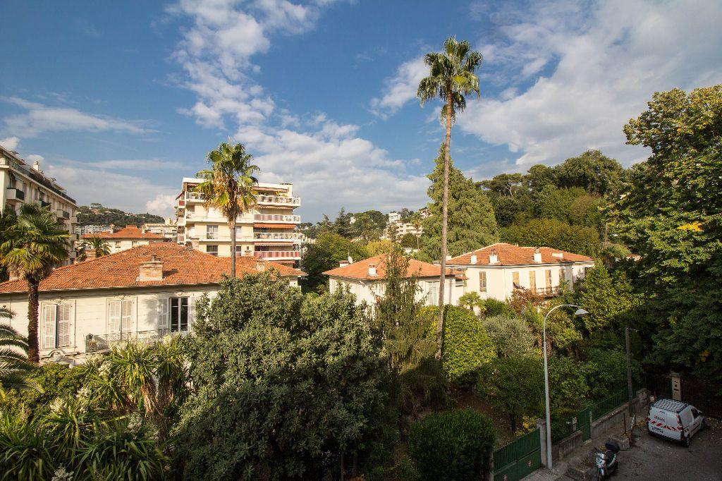 Appartement à louer 1 30m2 à Nice vignette-8