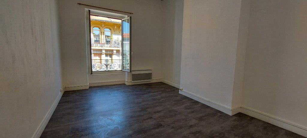 Appartement à louer 2 38m2 à Nice vignette-4