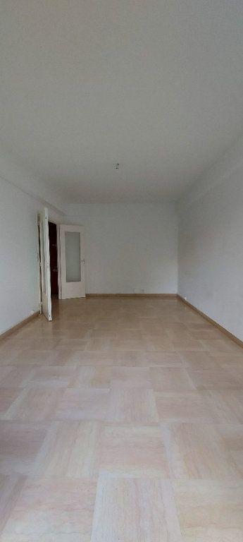 Appartement à louer 1 38m2 à Nice vignette-1