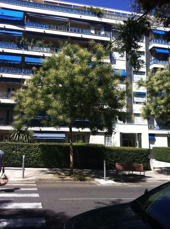 Appartement à louer 1 38m2 à Nice vignette-4