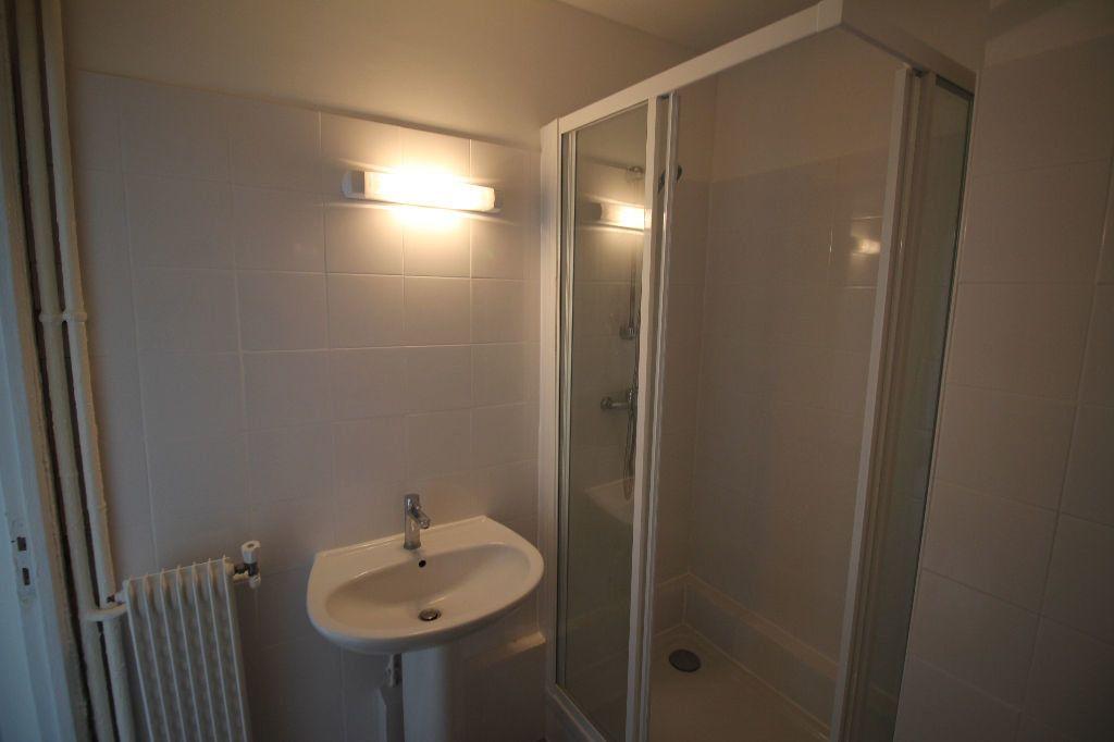 Appartement à louer 2 44m2 à Nice vignette-5
