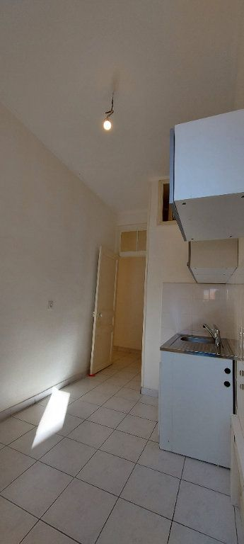 Appartement à louer 1 25m2 à Nice vignette-4