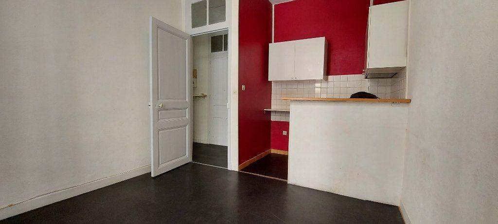 Appartement à louer 2 29m2 à Nice vignette-2