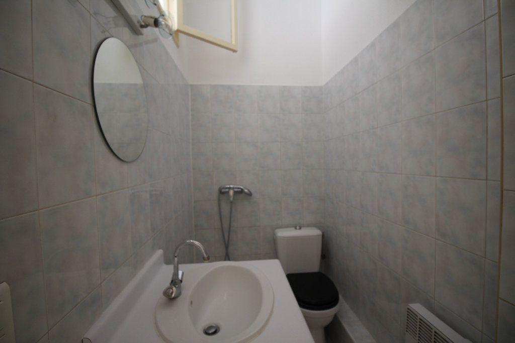 Appartement à louer 2 29m2 à Nice vignette-4