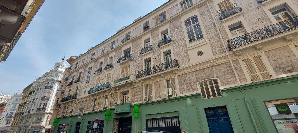 Appartement à louer 2 29m2 à Nice vignette-5