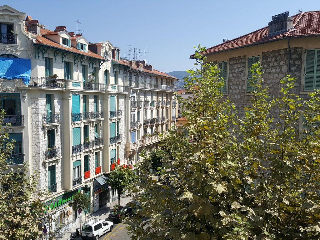 Appartement à louer 2 56m2 à Nice vignette-3