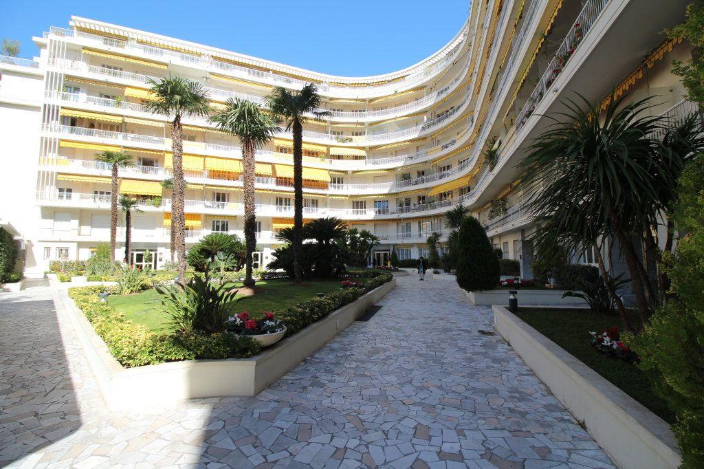 Appartement à vendre 3 56m2 à Nice vignette-2