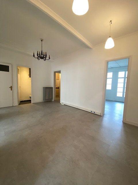 Appartement à louer 5 116m2 à Nice vignette-1
