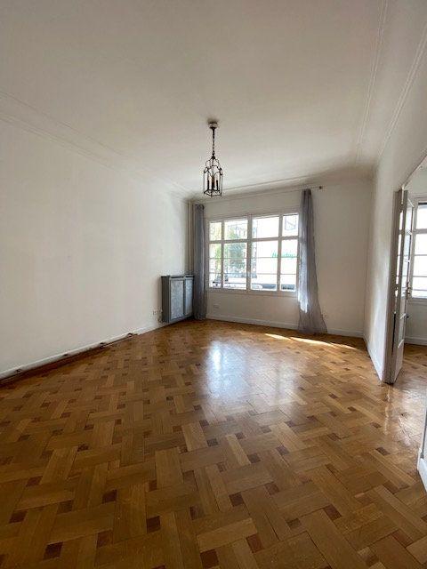 Appartement à louer 5 116m2 à Nice vignette-2