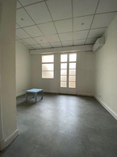 Appartement à louer 5 116m2 à Nice vignette-3