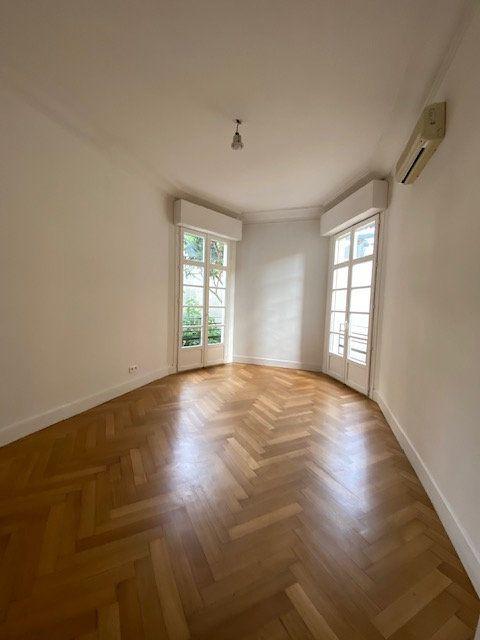 Appartement à louer 5 116m2 à Nice vignette-4