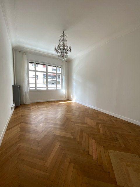 Appartement à louer 5 116m2 à Nice vignette-6
