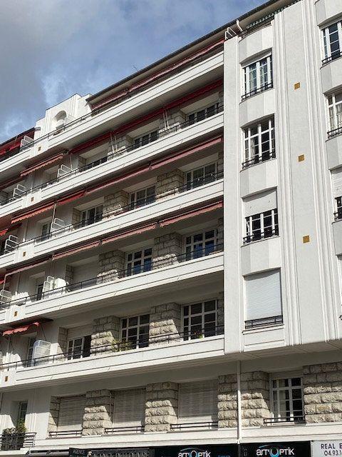 Appartement à louer 5 116m2 à Nice vignette-9
