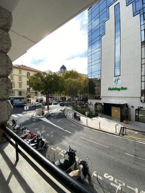 Appartement à louer 5 116m2 à Nice vignette-10