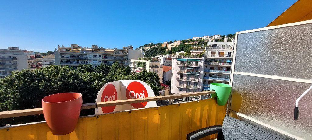 Appartement à louer 1 32m2 à Nice vignette-1