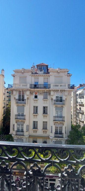 Appartement à louer 2 70m2 à Nice vignette-1