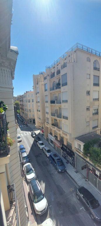 Appartement à louer 2 70m2 à Nice vignette-2