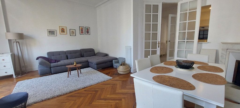 Appartement à louer 2 70m2 à Nice vignette-4