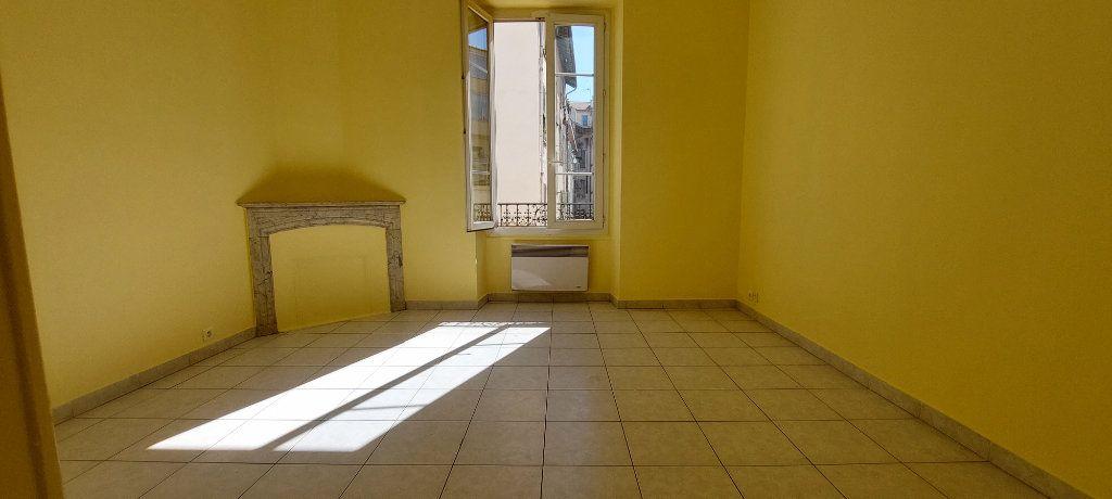 Appartement à louer 1 23m2 à Nice vignette-1