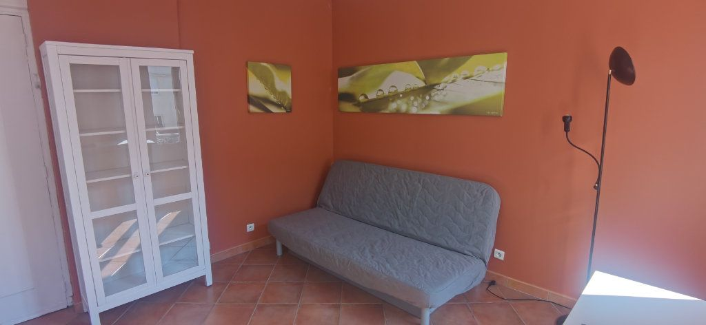 Appartement à louer 1 15.86m2 à Nice vignette-2