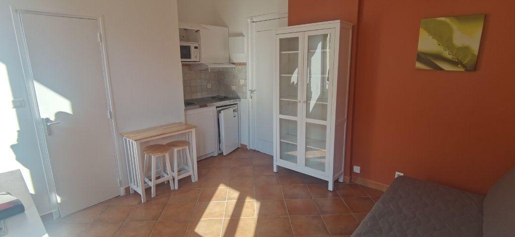 Appartement à louer 1 15.86m2 à Nice vignette-6