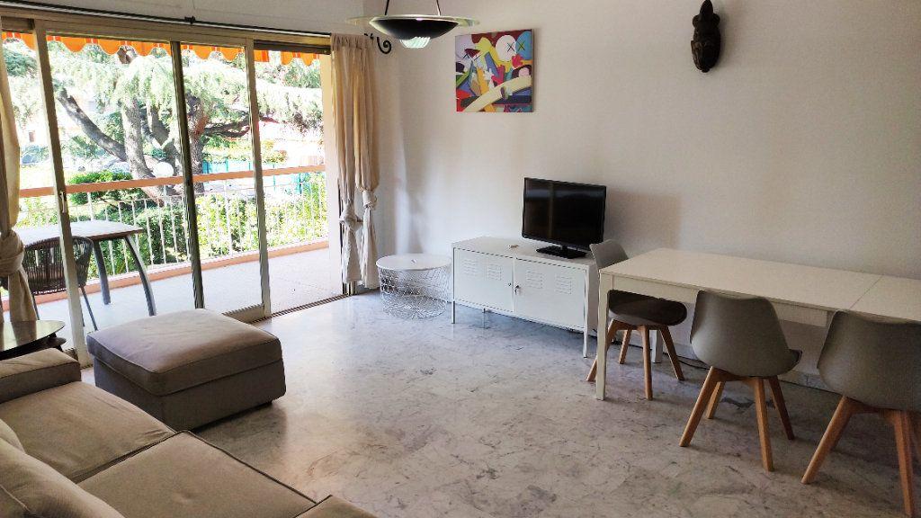 Appartement à louer 4 86m2 à Saint-Laurent-du-Var vignette-1