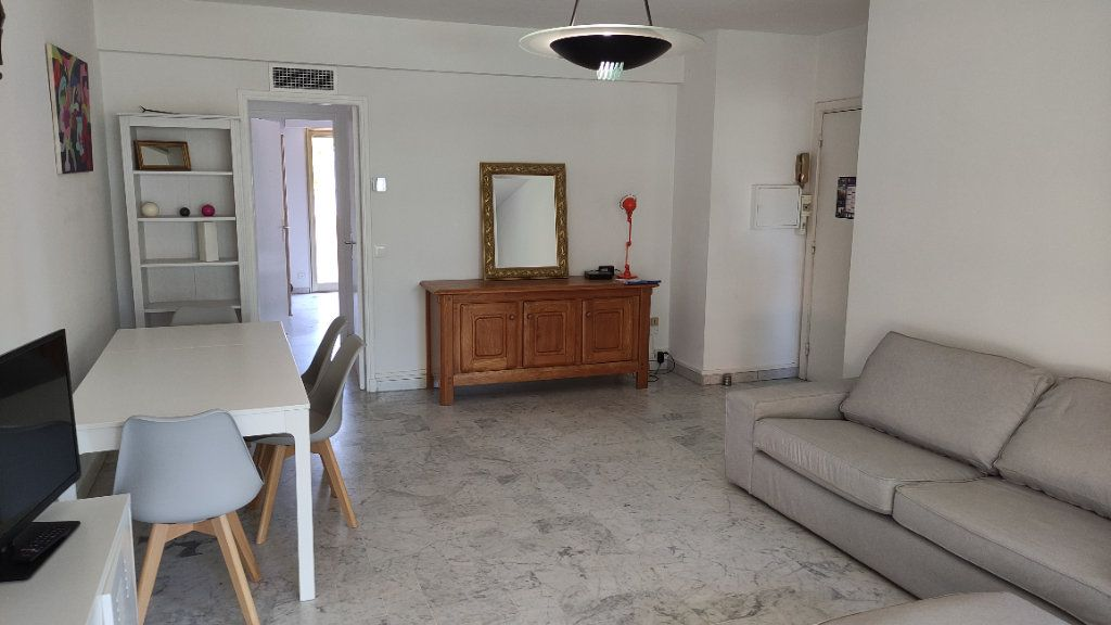 Appartement à louer 4 86m2 à Saint-Laurent-du-Var vignette-2