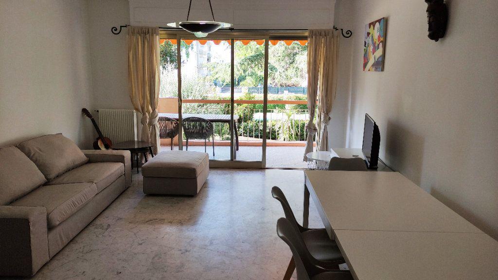 Appartement à louer 4 86m2 à Saint-Laurent-du-Var vignette-3