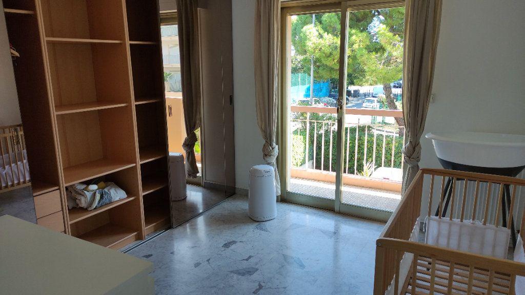 Appartement à louer 4 86m2 à Saint-Laurent-du-Var vignette-5
