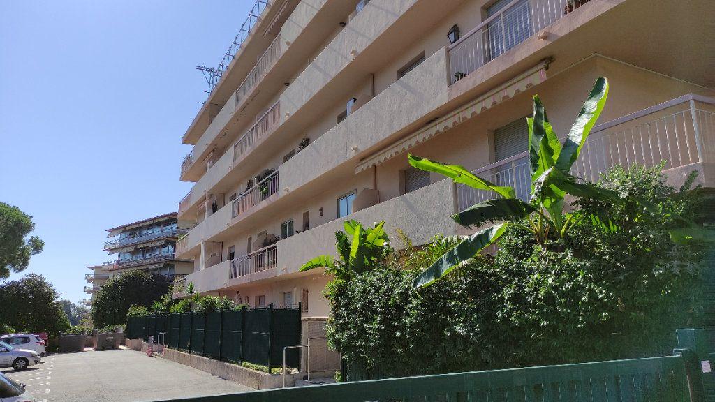 Appartement à louer 4 86m2 à Saint-Laurent-du-Var vignette-10
