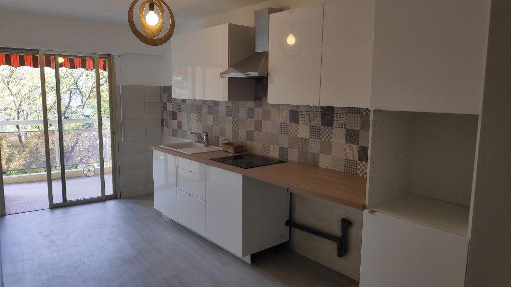 Appartement à louer 4 92m2 à Cagnes-sur-Mer vignette-1