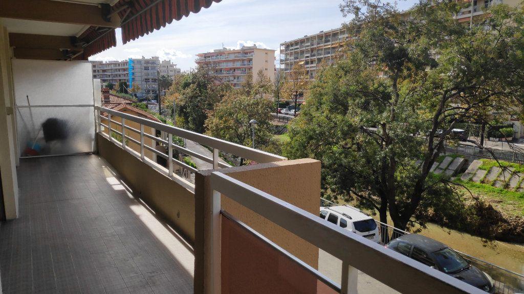 Appartement à louer 4 92m2 à Cagnes-sur-Mer vignette-10