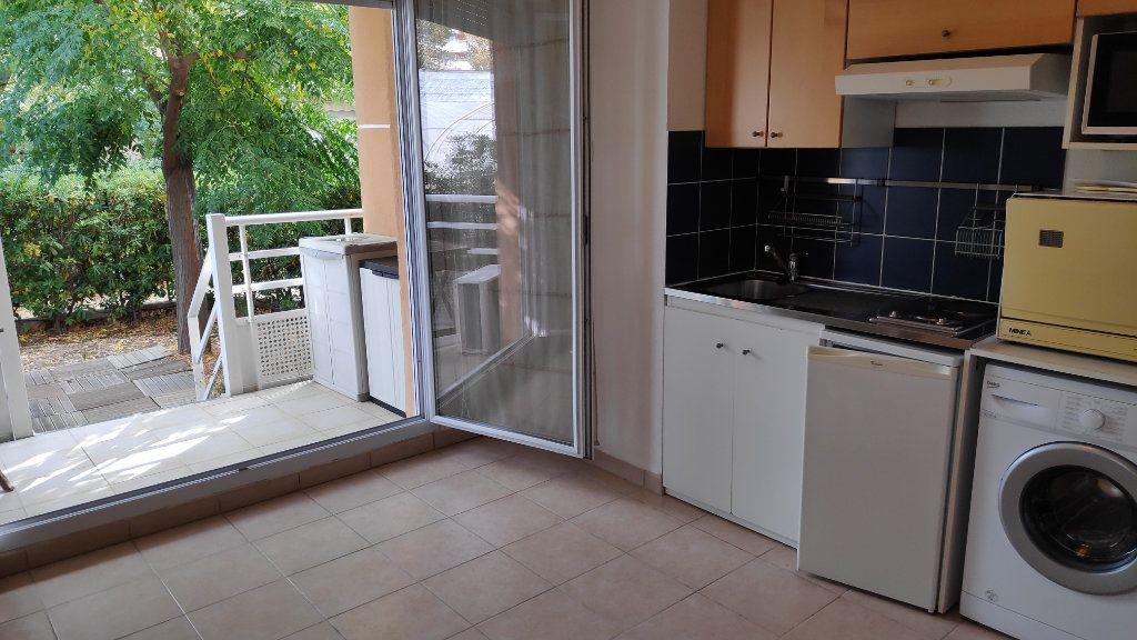 Appartement à louer 1 20m2 à Cagnes-sur-Mer vignette-2